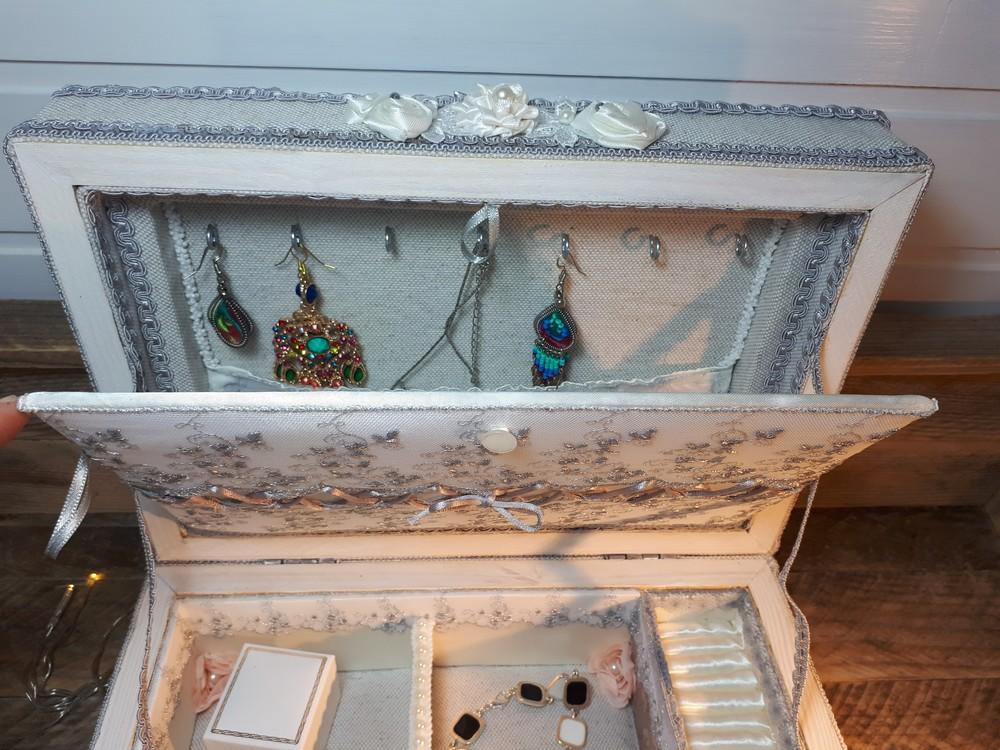 interieur boite personnalisée en bois et tissu