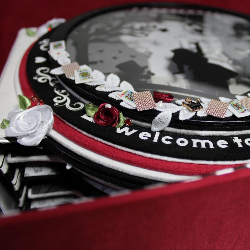 cadeau personnalisé alice aux pays des merveilles rose rouge