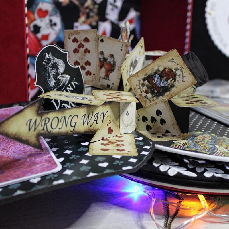 pop-up cartes à jouer alice in wonderland